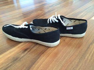 Zapatillas Victoria Negro.