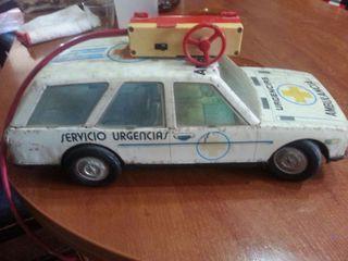 Ambulancia hojalata vintage