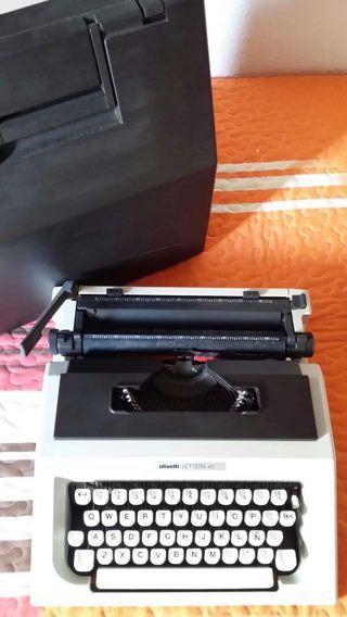 Máquina de escribir marca OLIVETTI LETTERA 40