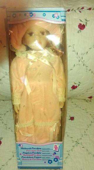 Muñeca de porcelana de coleccionista