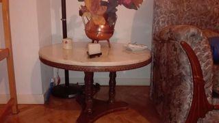 Mesa de madera y marmol