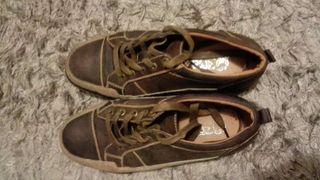 Zapatos deportivos de piel talla 41-42