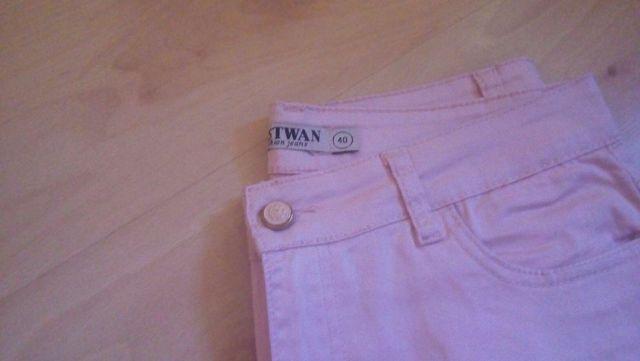 Pantalon rosa claro. Talla 40