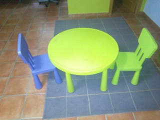 Mesa y dos sillas niñ@s