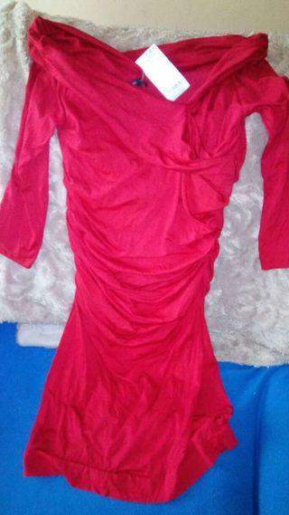 Vestido rojo con etiquetas.T.L