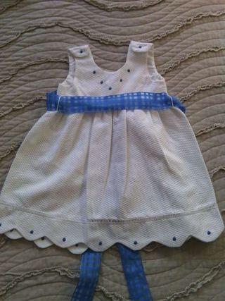 Vestido blanco y azul de bebe