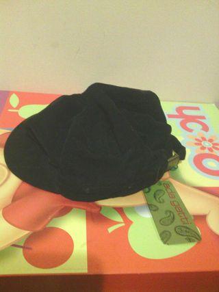 Gorra de pana negra sin usar