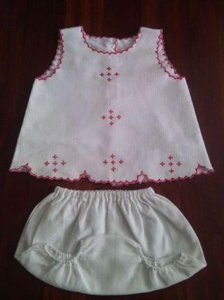 Vestido con ranita de bebe