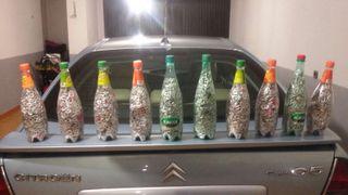 Anillas de latas y botellas