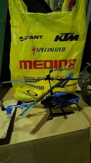 Helicóptero por radio control.