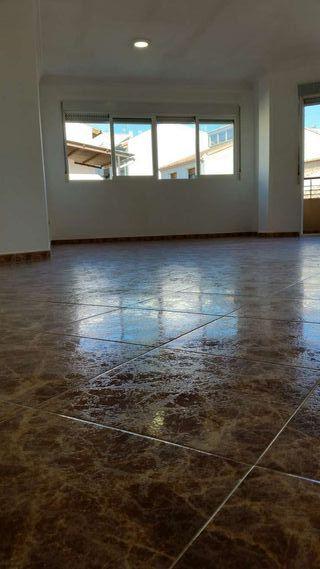Ocasión se vende piso con muebles de estilo modern