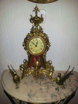 Reloj y pavos bronces