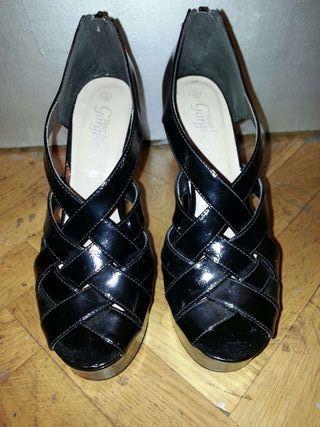 Sandales noires vernis T.39