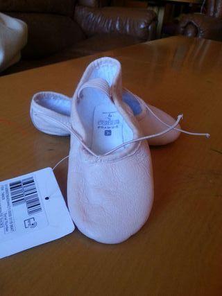 Zapatillas danza a estrenar
