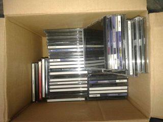 45 cajas de cd vacías.