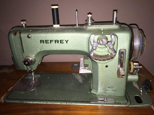 Maquina De Coser Refrey Con Mueble de segunda mano por 299
