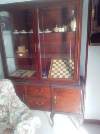 Mueble antiguo vitrina budia
