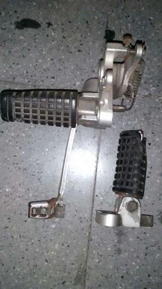 Estribos gpz 500 con soporte y pedal freno