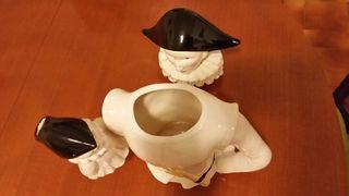 Cafetera de porcelana.