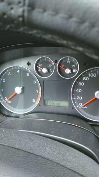 Coche ford focus sedán año 2005 combustible gasolina