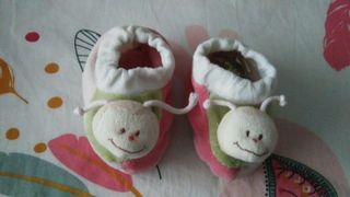 Zapatillas bebé sonajero