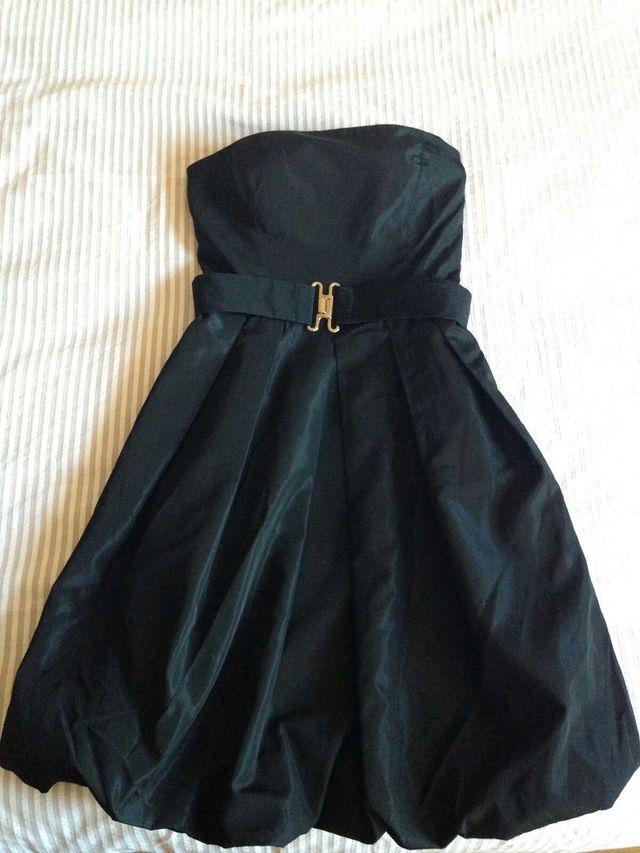 Vestido negro de raso