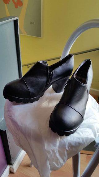 Zapato negro 38 nuevo
