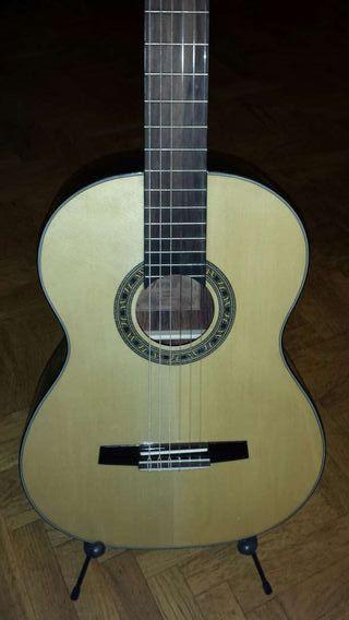 Guitarra clásica Valencia CG200+