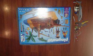 Barco playmobil en una isla.