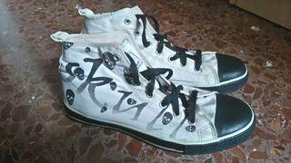 Zapatillas con calaveras