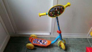 Monopatín de tres ruedas Mickey