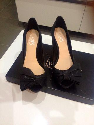 Zapatos Negros Descubiertos En La Punta