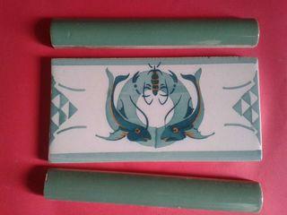 Antiguo raro y original azulejo-cenefa