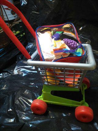 Carrito compra, mochila y regalo paraguas