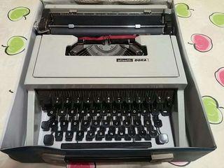 Máquina escribir Olivetti Dora.