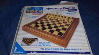 Juego de mesa, ajedrez y damas.