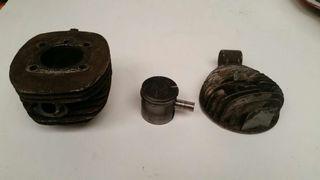 Antiguo cilindro y piston mobylette