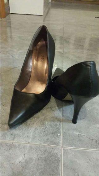 Zapatos negros salón . Marca sissei 38. Nuevos!!