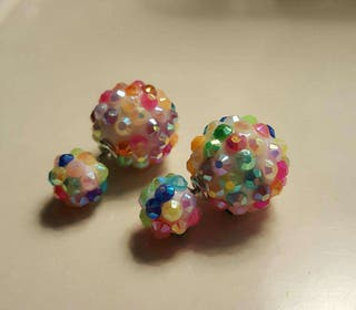 Pendientes doble bola multicolor NUEVOS.