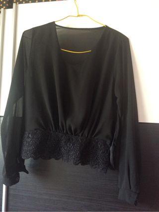Camisa Negra Escote Pico Talla Unica!!! de segunda mano por