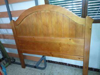 Cabeceros de cama y una cama completa