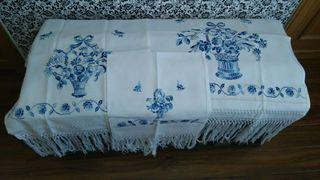 Juego de toallas de tela bordadas a mano impecables