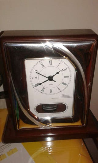Reloj de mesa de plata