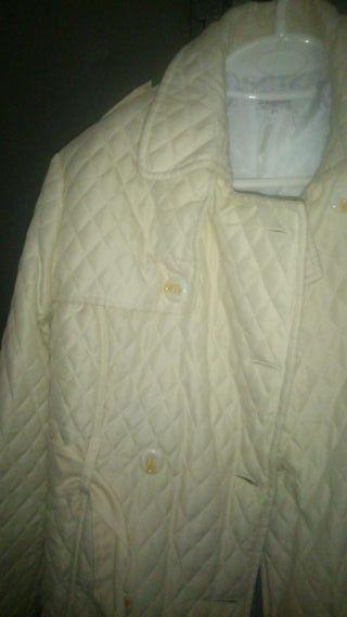 Chaqueta acolchada color beige