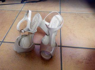 Zapatos de charol.