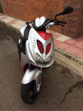 Cambio Yamaha Aerox 49cc por Moto Grande de Carnet
