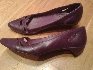 Zapatos de tacon bajos. XYDE. Talla 39.Como nuevos