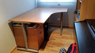Escritorio o mesa de oficina.