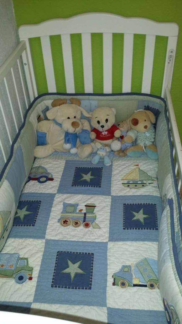 Paquete de cuna, bañera, mueble repisas y más cosas para bebés de ...