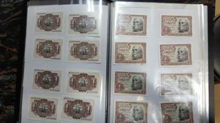 Álbum lleno de billetes antiguos